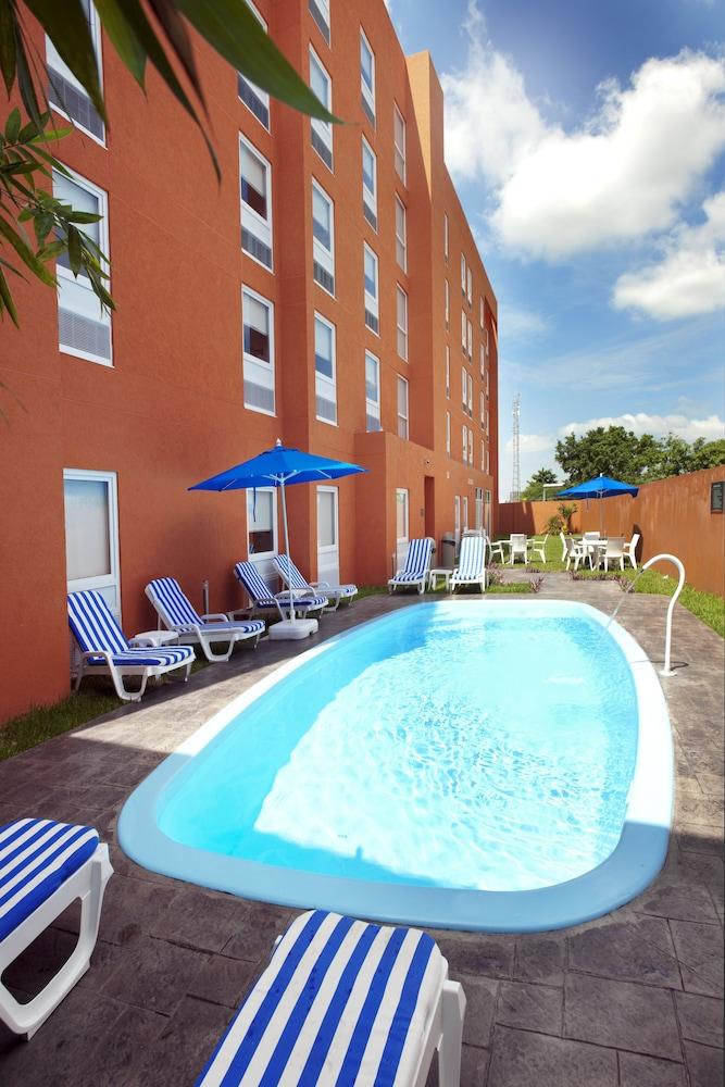 시티 익스프레스 주니어 베라크루즈  아에로푸에르토(City Express Junior Veracruz Aeropuerto) Hotel Image 2 - Pool