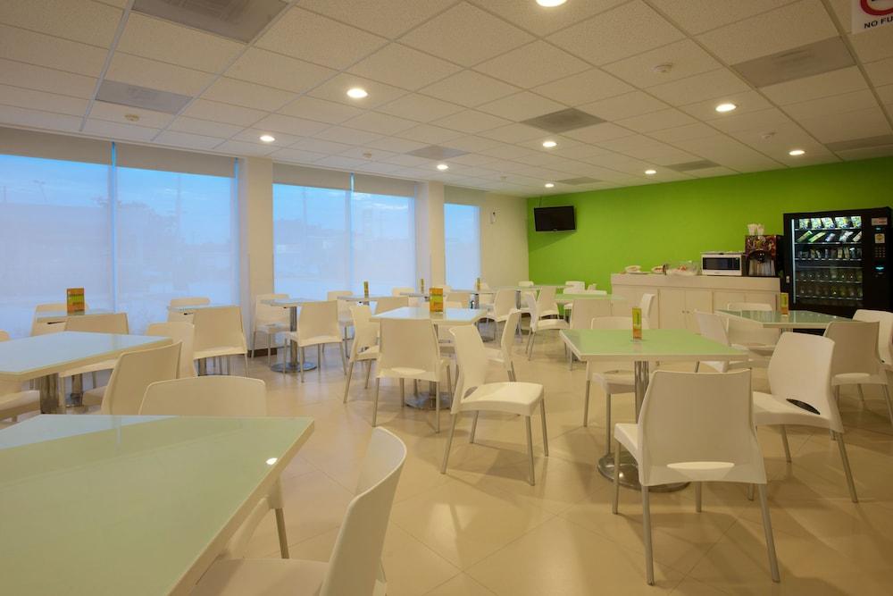 시티 익스프레스 주니어 베라크루즈  아에로푸에르토(City Express Junior Veracruz Aeropuerto) Hotel Image 8 - Breakfast Area