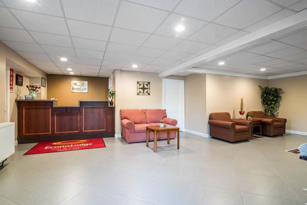 이코노 로지 인 & 스위트(Econo Lodge Inn & Suites) Hotel Image 1 - Lobby