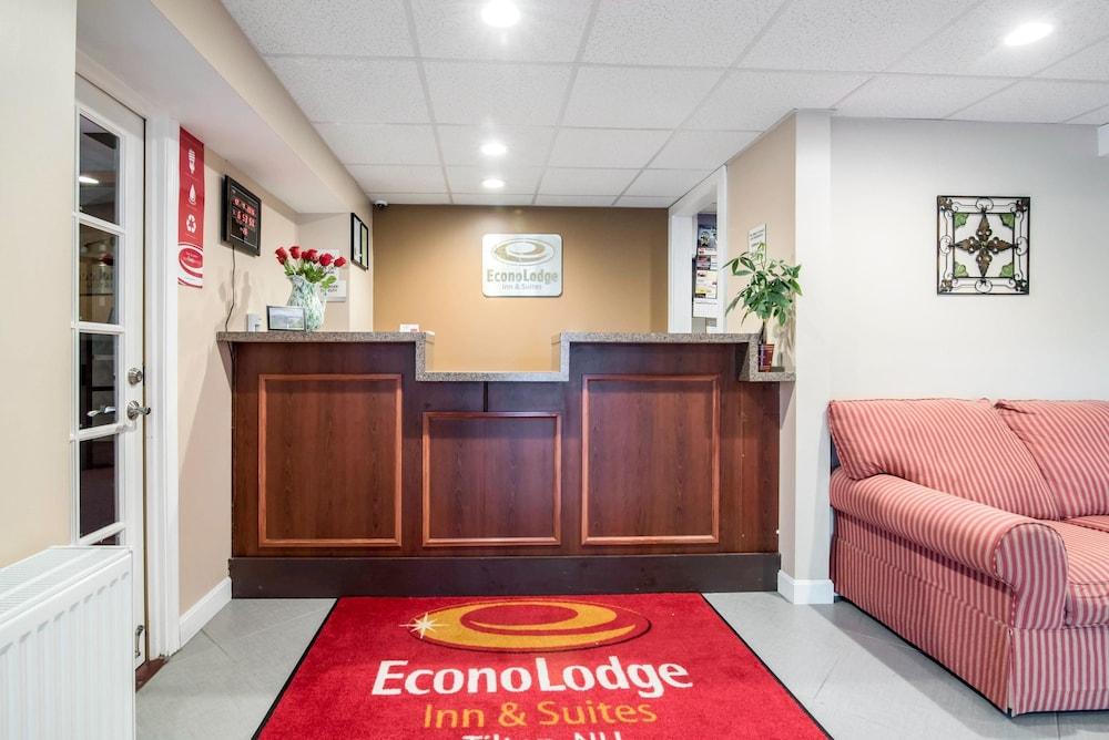 이코노 로지 인 & 스위트(Econo Lodge Inn & Suites) Hotel Image 3 - Lobby