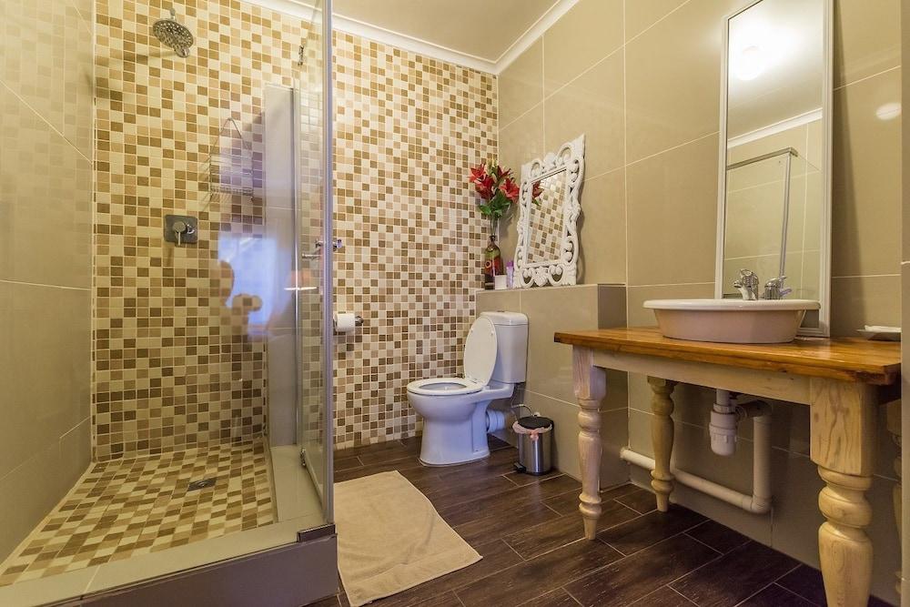 실버스톤 게스트 하우스(Silverstone Guest House) Hotel Image 22 - Bathroom