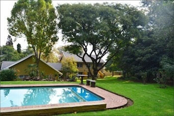 Silverstone Guest House - Outdoor Pool  - #0