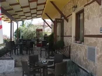 올림피아 게스트하우스(Olympia Guesthouse) Hotel Image 22 - Terrace/Patio