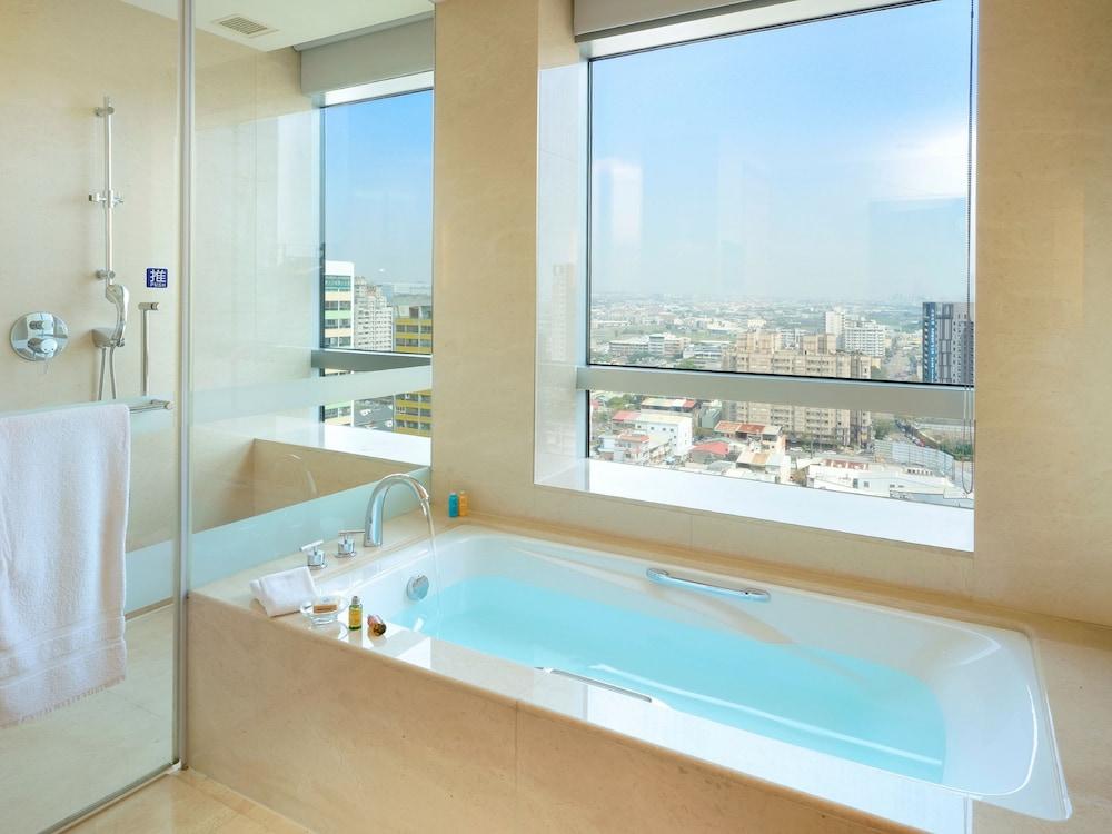 윈저 호텔 타이중(Windsor Hotel Taichung) Hotel Image 22 - Bathroom