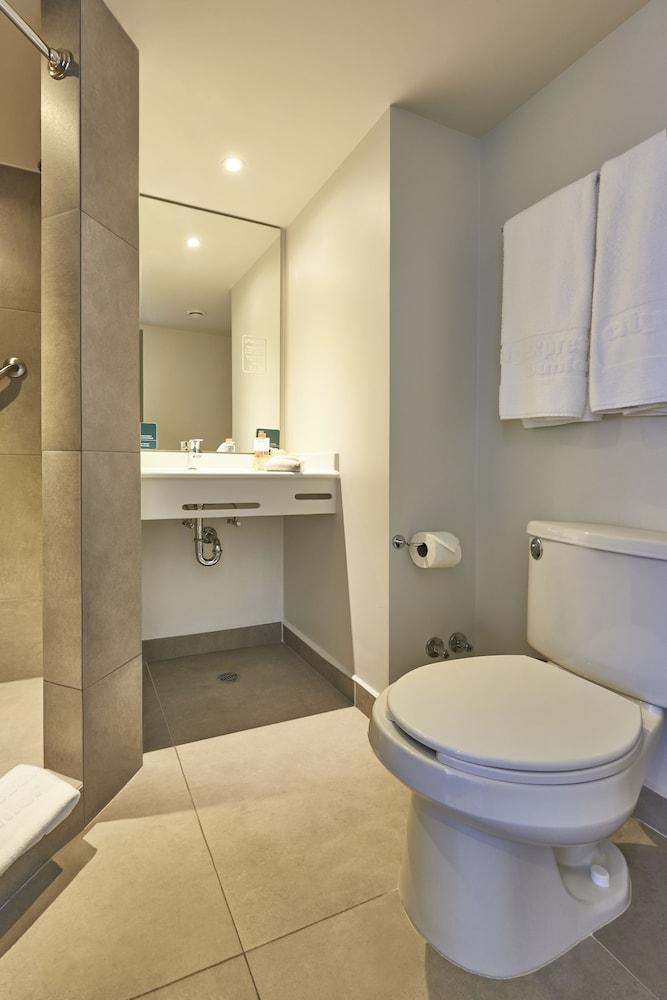 시티 익스프레스 주니어 톨루카  아에로푸에르토(City Express Junior Toluca Aeropuerto) Hotel Image 10 - Bathroom