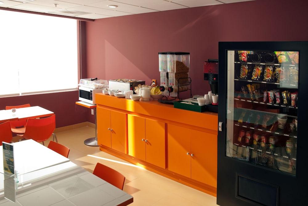시티 익스프레스 주니어 톨루카  아에로푸에르토(City Express Junior Toluca Aeropuerto) Hotel Image 18 - Food and Drink