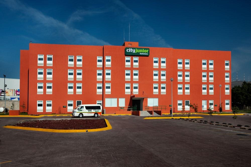 시티 익스프레스 주니어 톨루카  아에로푸에르토(City Express Junior Toluca Aeropuerto) Hotel Image 2 - Hotel Entrance