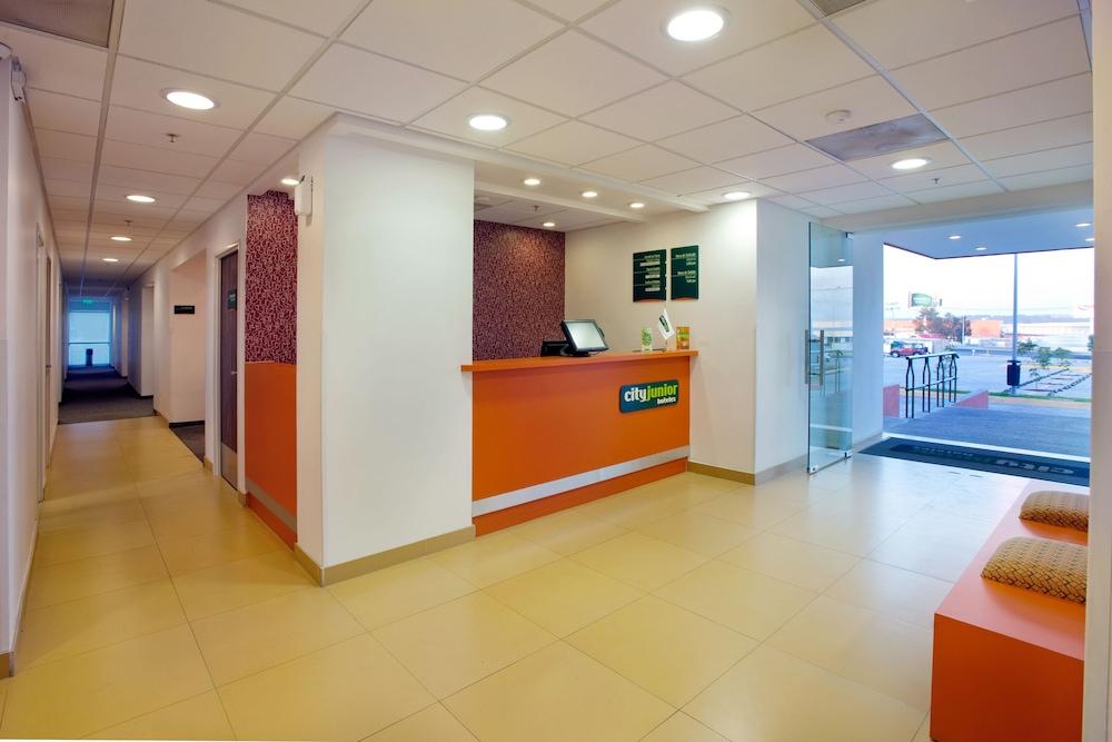 시티 익스프레스 주니어 톨루카  아에로푸에르토(City Express Junior Toluca Aeropuerto) Hotel Image 11 - Interior Entrance