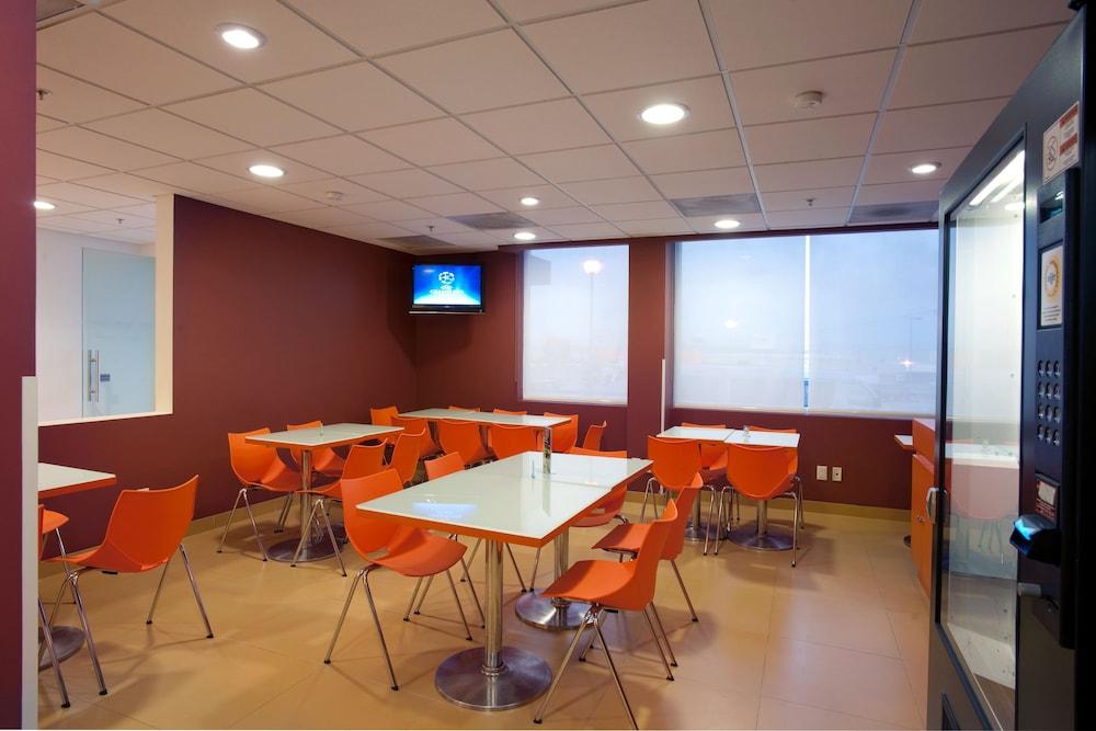 시티 익스프레스 주니어 톨루카  아에로푸에르토(City Express Junior Toluca Aeropuerto) Hotel Image 13 - Breakfast Area