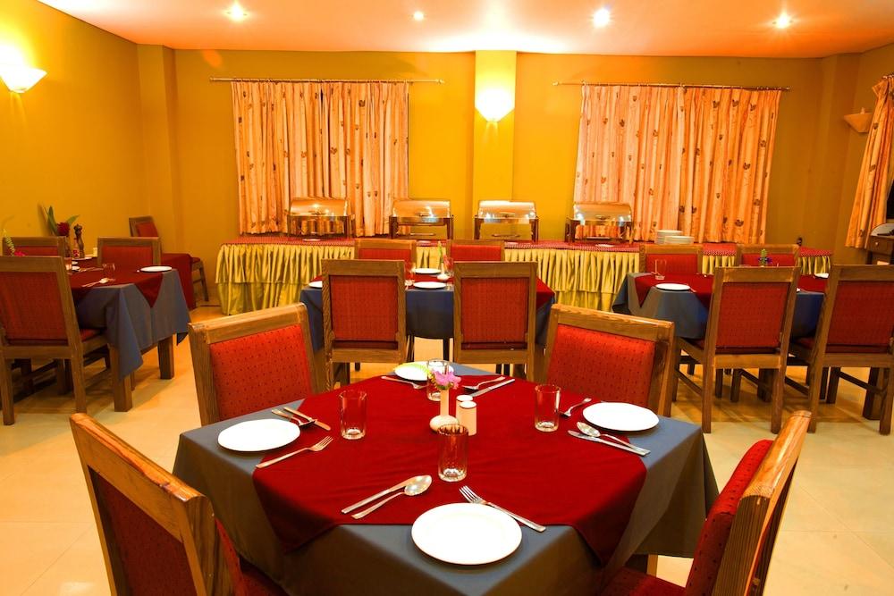 로얄 아스토리아 호텔(Royal Astoria Hotel) Hotel Image 38 - Restaurant