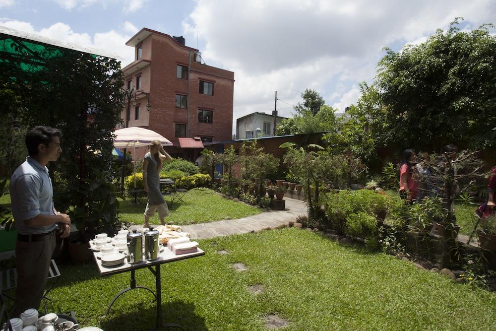 로얄 아스토리아 호텔(Royal Astoria Hotel) Hotel Image 64 - Garden
