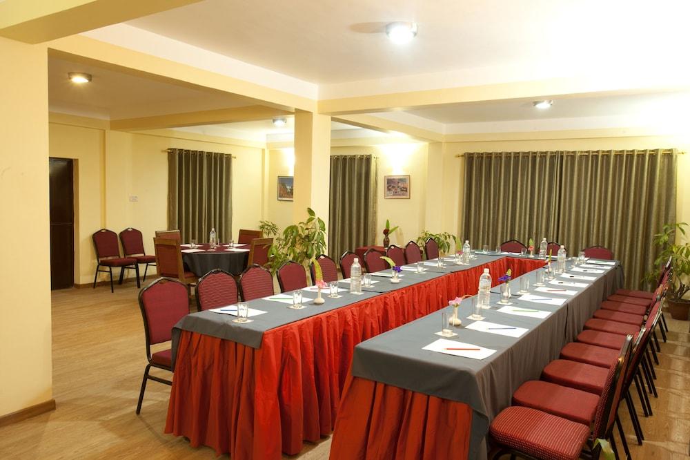 로얄 아스토리아 호텔(Royal Astoria Hotel) Hotel Image 51 - Meeting Facility