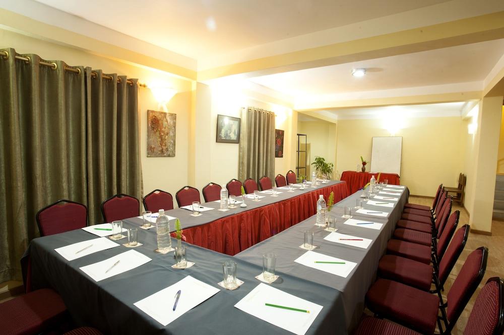 로얄 아스토리아 호텔(Royal Astoria Hotel) Hotel Image 52 - Meeting Facility