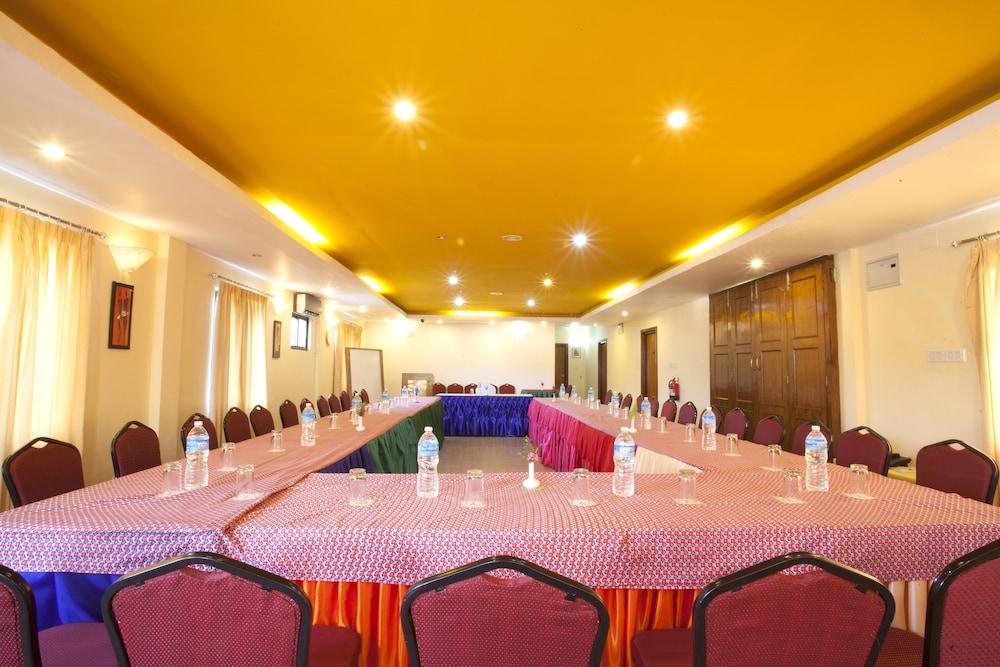 로얄 아스토리아 호텔(Royal Astoria Hotel) Hotel Image 50 - Meeting Facility