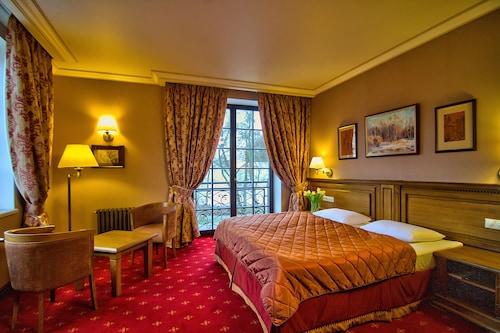 . Hermitage Hotel