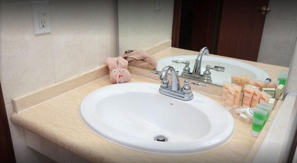 토스카나 인 호텔(Toscana Inn Hotel) Hotel Image 12 - Bathroom