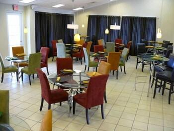 시드라 컨트리 클럽 인 & 빌라스(Cidra Country Club Inn & Villas) Hotel Image 8 - Restaurant