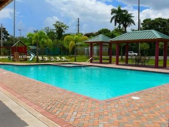 시드라 컨트리 클럽 인 & 빌라스(Cidra Country Club Inn & Villas) Hotel Image 5 - Outdoor Pool