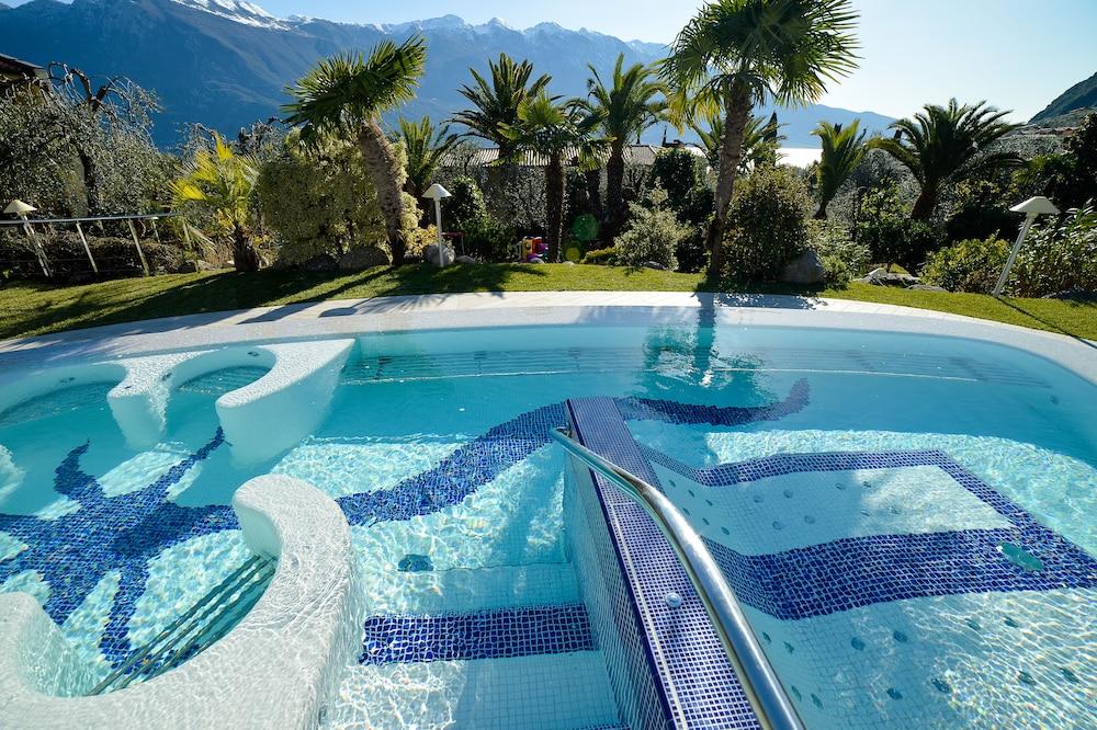 파크 호텔 임페리얼 센트로 타오 내추럴 메디컬 스파(Park Hotel Imperial Centro Tao Natural Medical Spa) Hotel Image 60 - Outdoor Spa Tub