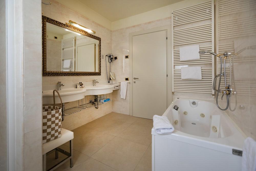 파크 호텔 임페리얼 센트로 타오 내추럴 메디컬 스파(Park Hotel Imperial Centro Tao Natural Medical Spa) Hotel Image 42 - Bathroom