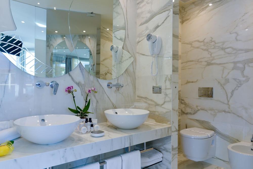 파크 호텔 임페리얼 센트로 타오 내추럴 메디컬 스파(Park Hotel Imperial Centro Tao Natural Medical Spa) Hotel Image 43 - Bathroom