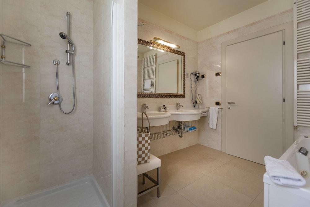 파크 호텔 임페리얼 센트로 타오 내추럴 메디컬 스파(Park Hotel Imperial Centro Tao Natural Medical Spa) Hotel Image 44 - Bathroom