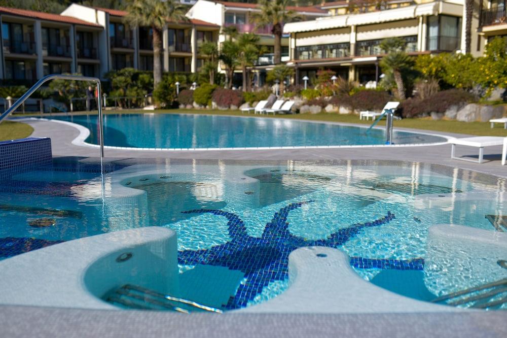 파크 호텔 임페리얼 센트로 타오 내추럴 메디컬 스파(Park Hotel Imperial Centro Tao Natural Medical Spa) Hotel Image 61 - Outdoor Spa Tub