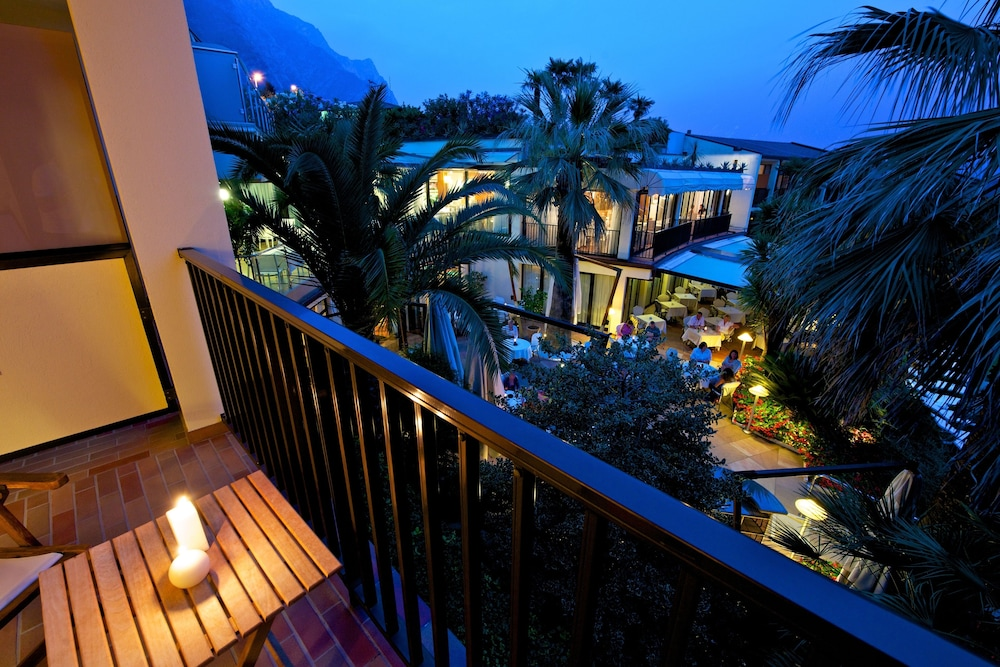 파크 호텔 임페리얼 센트로 타오 내추럴 메디컬 스파(Park Hotel Imperial Centro Tao Natural Medical Spa) Hotel Image 32 - Balcony