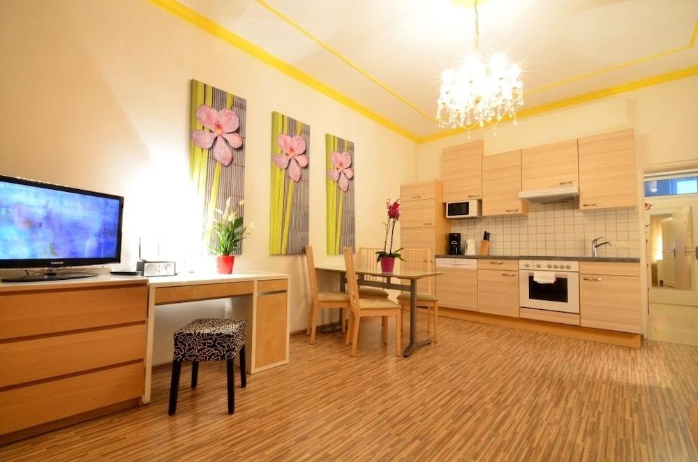 AJO Apartments Messe