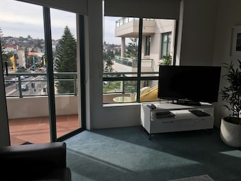 Standard Apartment, Multiple Bedrooms, Kitchen (3 Bdrm Coogee View Weekly)