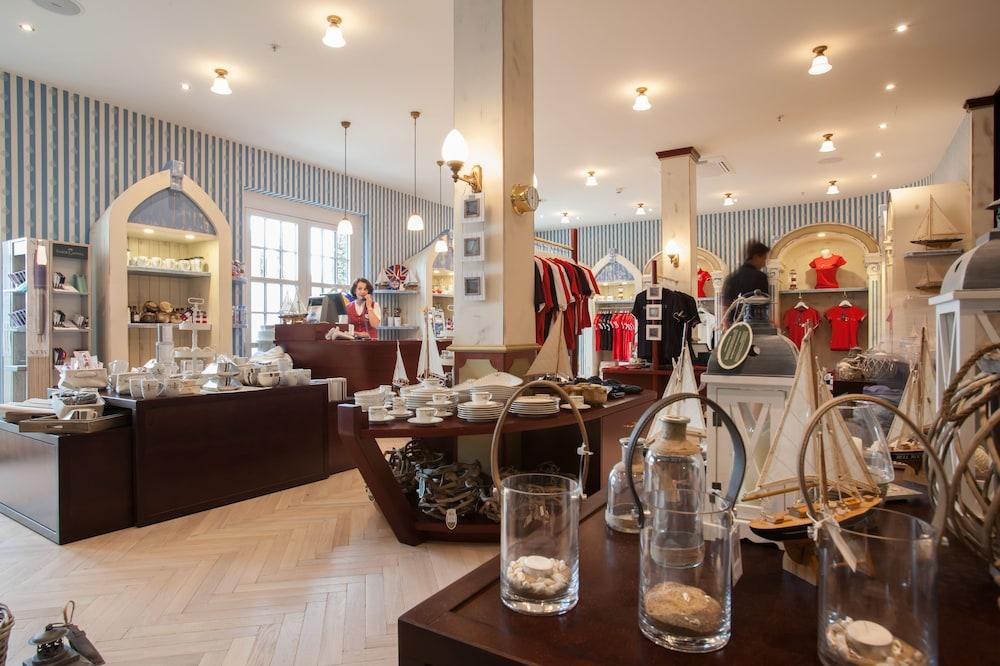 오이로파-파크 프라이차이트파크 & 에어레프니스-리조트, 호텔 벨 록(Europa-Park Freizeitpark & Erlebnis-Resort, Hotel Bell Rock) Hotel Image 36 - Gift Shop