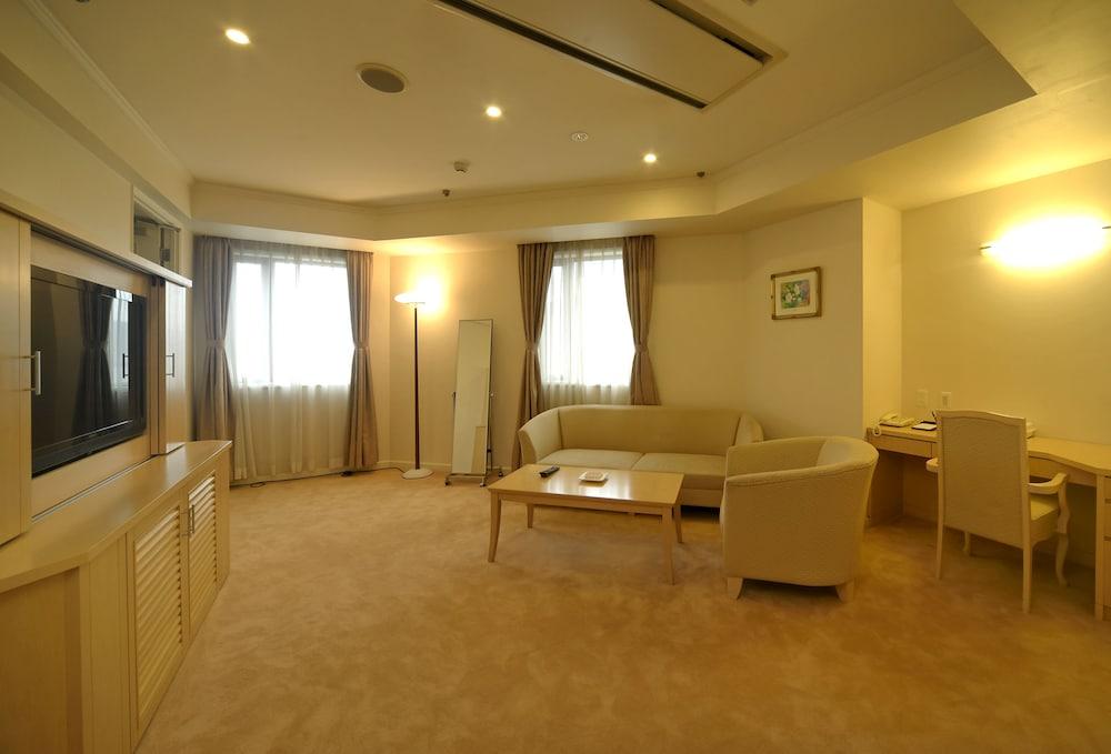 아마미 선플라자 호텔(Amami Sunplaza Hotel) Hotel Image 30 - Living Room