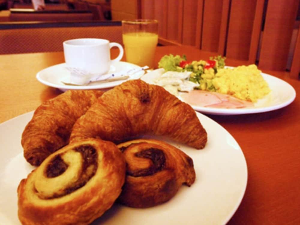 호텔 루트-인 치토세 에키마에(Hotel Route-Inn Chitose Ekimae) Hotel Image 30 - Breakfast Meal