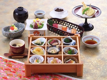 HIMEJI CASTLE GRANDVRIO HOTEL - ROUTE-INN HOTELS - Food and Drink