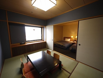 HIMEJI CASTLE GRANDVRIO HOTEL - ROUTE-INN HOTELS - In-Room Dining