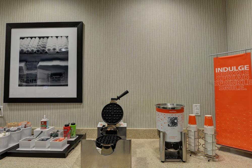 햄프턴 인 & 스위트 덴버/에어포트 - 게이트웨이 파크(Hampton Inn & Suites Denver/Airport-Gateway Park) Hotel Image 42 - Breakfast buffet