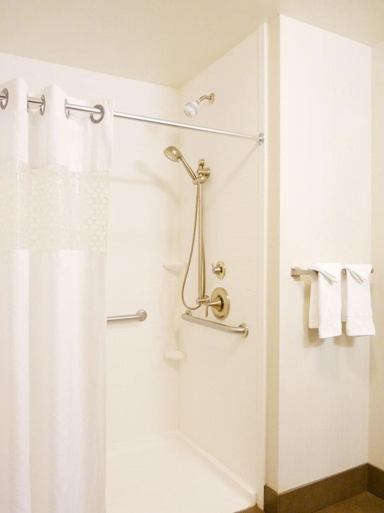 햄프턴 인 & 스위트 덴버/에어포트 - 게이트웨이 파크(Hampton Inn & Suites Denver/Airport-Gateway Park) Hotel Image 25 - Bathroom