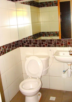 Domestic Guesthouse Pasay Bathroom