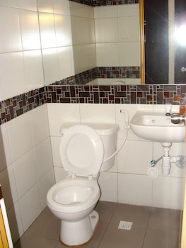 Domestic Guesthouse Pasay Bathroom Sink