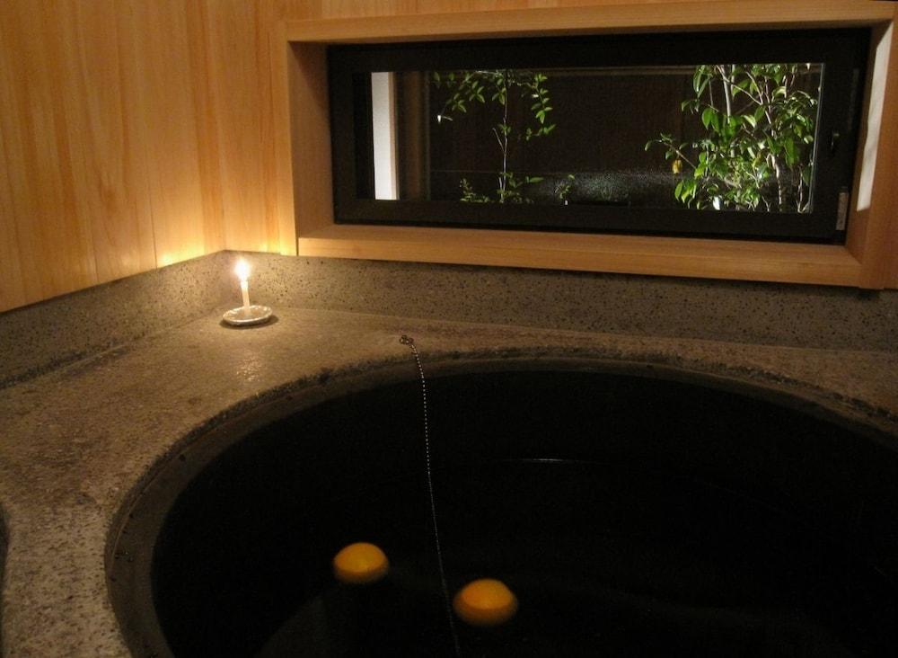 카가리야(Kagariya) Hotel Image 4 - Deep Soaking Bathtub