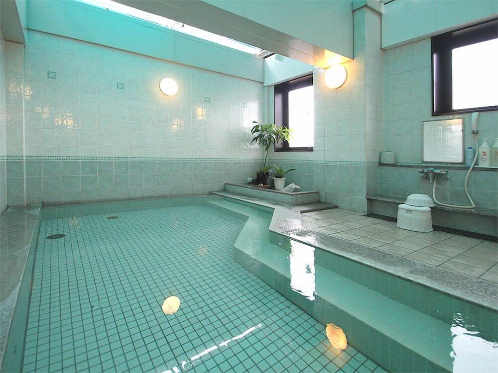 호텔 루트-인 나하 아사히바시 에키 히가시(Hotel Route-Inn Naha Asahibashi Eki Higashi) Hotel Image 42 - Indoor Spa Tub