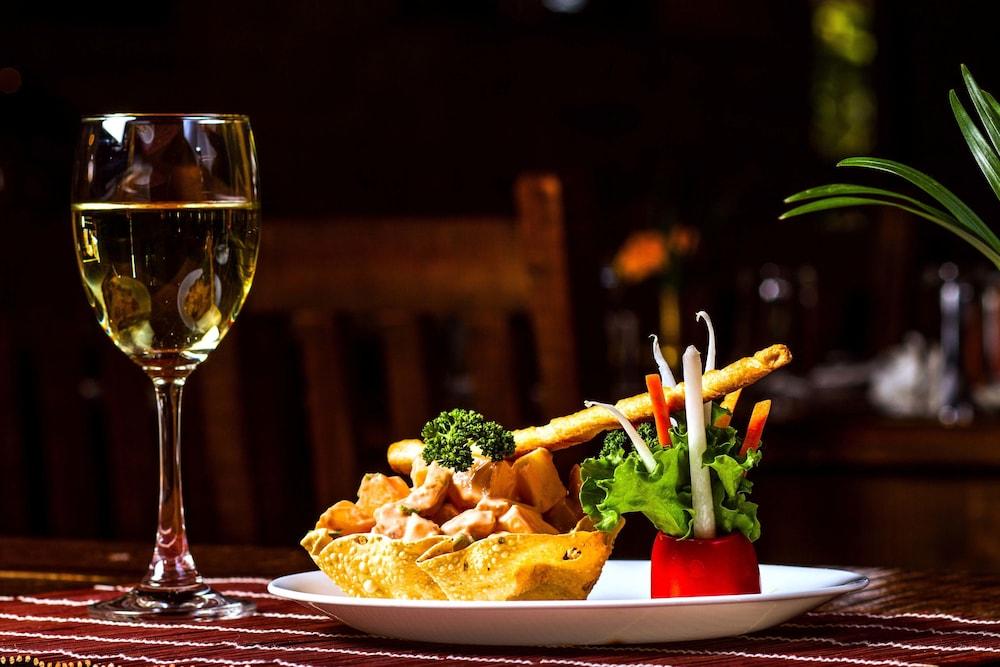 템플 트리 리조트 & 스파(Temple Tree Resort & SPA) Hotel Image 34 - Food and Drink