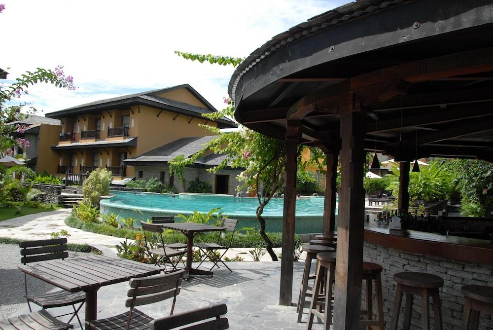 템플 트리 리조트 & 스파(Temple Tree Resort & SPA) Hotel Image 43 - Poolside Bar
