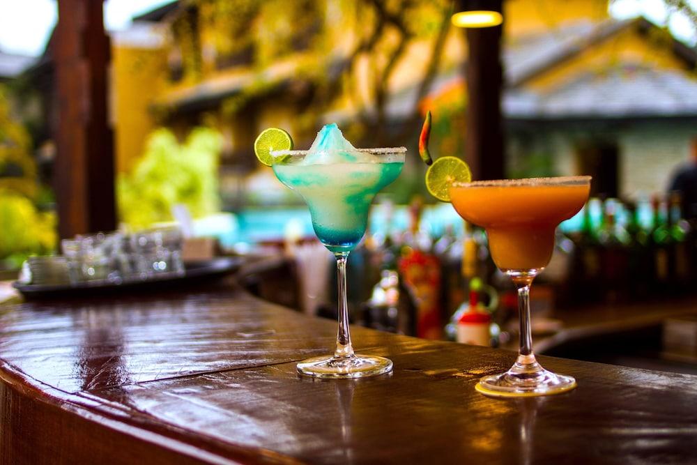 템플 트리 리조트 & 스파(Temple Tree Resort & SPA) Hotel Image 40 - Hotel Bar