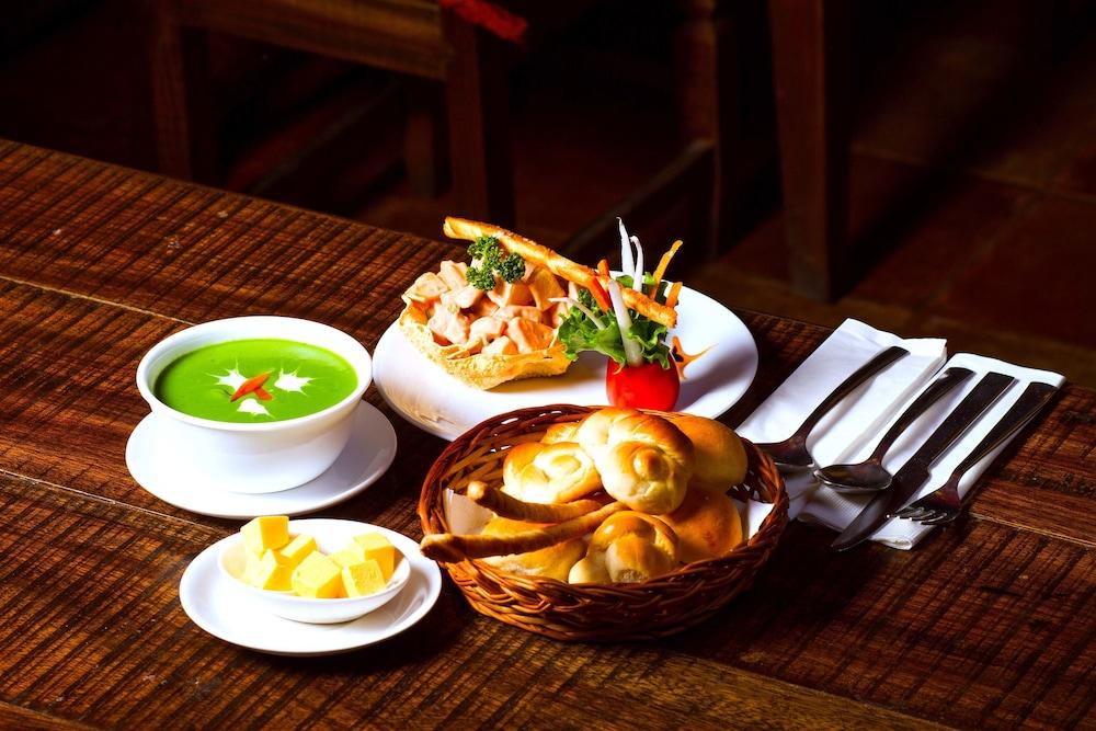 템플 트리 리조트 & 스파(Temple Tree Resort & SPA) Hotel Image 37 - Food and Drink
