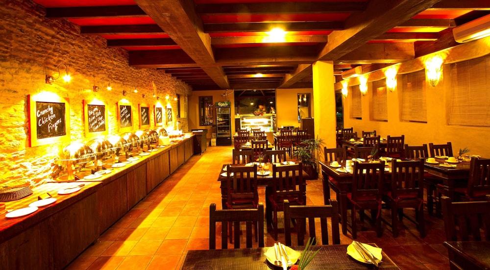 템플 트리 리조트 & 스파(Temple Tree Resort & SPA) Hotel Image 38 - Breakfast buffet
