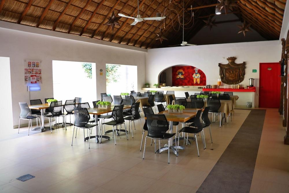 자 만자닐로(Zar Manzanillo) Hotel Image 34 - Restaurant