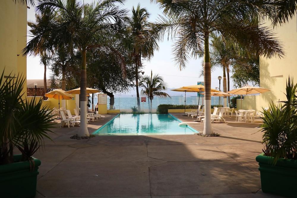 자 만자닐로(Zar Manzanillo) Hotel Image 3 - Pool