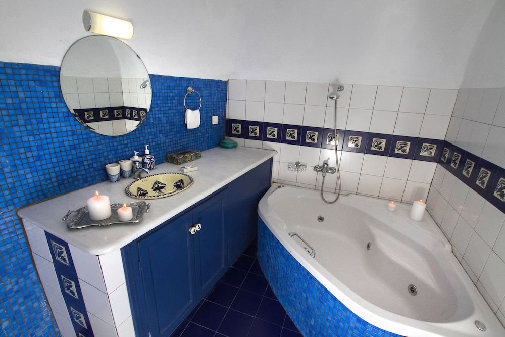 아이페스티오 빌라스(Ifestio Villas) Hotel Image 138 - Bathroom
