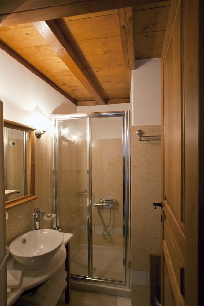 리키니아 호텔(Likinia Hotel) Hotel Image 29 - Bathroom